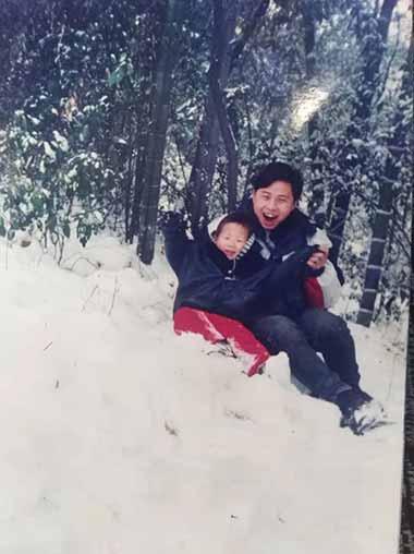 李尚平與姐姐的兒子在一起