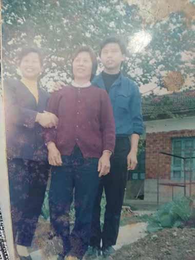 李尚平與家人在一起