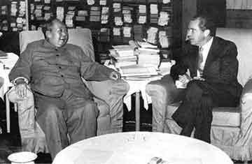 面对步步紧逼, 毛泽东当年如何主导中美之争?