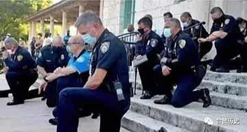 美国警察下跪一次,就体现了人性光辉?这人性光辉也太便宜了