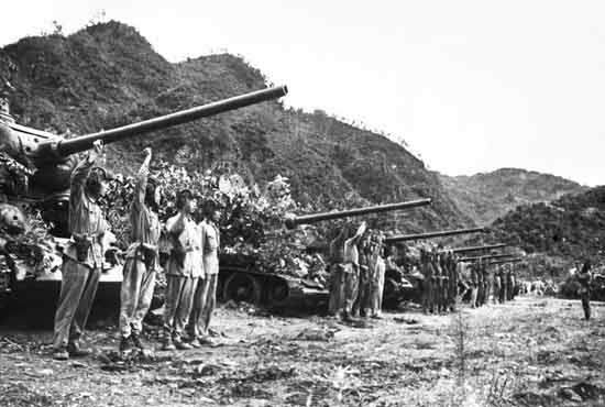 志愿军某集团军坦克部队在战前宣誓(资料图片)