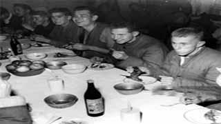 打脸反毛公知:志愿军这样对待俘虏,毛主席时代的中国早已登顶人道主义高峰!