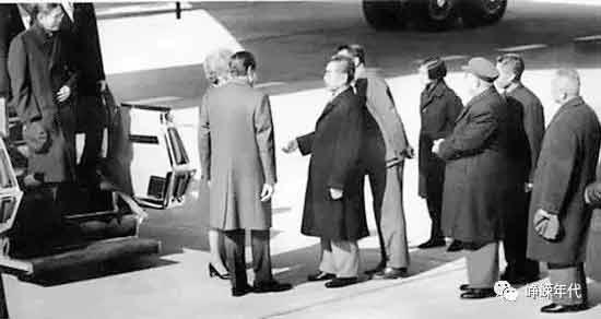 毛泽东临时决定在中南海接见刚下飞机不久的尼克松