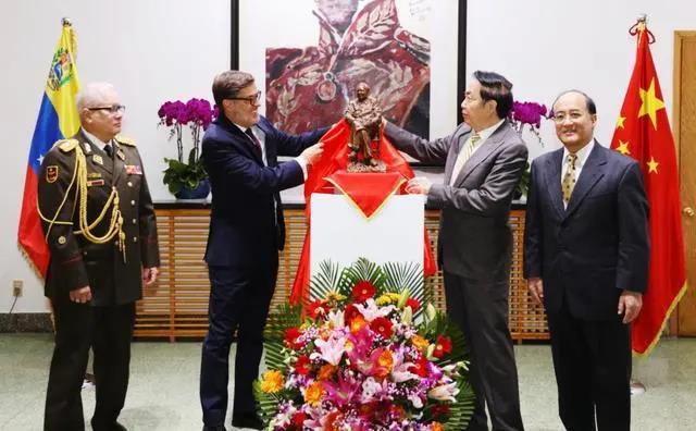 外国人纪念毛主席诞辰127周年大汇总:毛属于全世界!