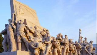 """郭松民   关于""""群众-领导-群众""""的五点辨析——纪念一位伟大的教员"""